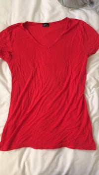 Red v-neck t-shirt  Calgary, T2K 4H3
