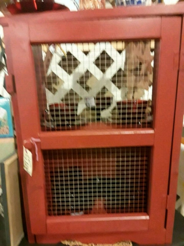 COUNTRY RED WIRE CABINET