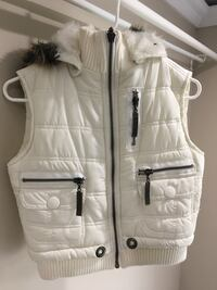 Women's white puffer vest  Richmond, V7A 3N3
