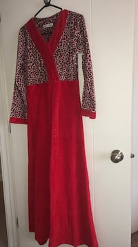 Small Red and white long-sleeved dress / Abaya Edmonton, T5X 0G1
