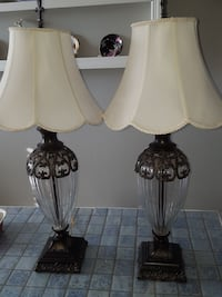 2 night stand lamps