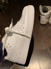 White Nike Sneakers  537 km