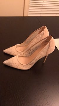pair of white leather pointed-toe pumps Ocean, 07712