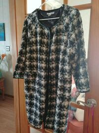 black and white houndstooth coat. Size L Rayne, 70578