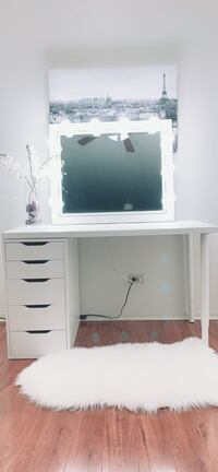 New vanity 5 deep drawers with large hollywood light mirror all new Des Plaines, 60016