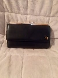 Ladie's Aigner Wallet - Leather  Ninety Six, 29666