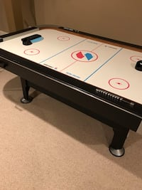 Air hockey table Gainesville, 20155
