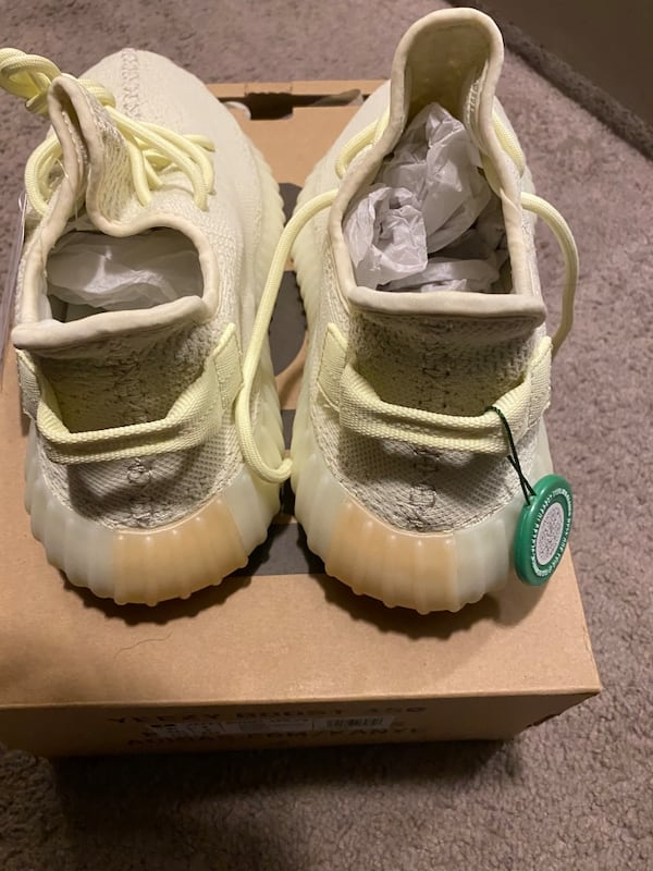 "Yeezy Boost V2 ""Butters"" (sz 9.5) 124d5f5b-27f0-4984-8232-aa3652a8cacd"