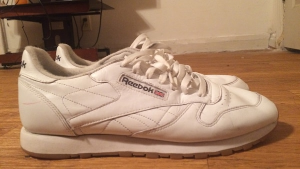 fa061bdfc41 pair of white Reebok low tops usado en venta en Houston - letgo