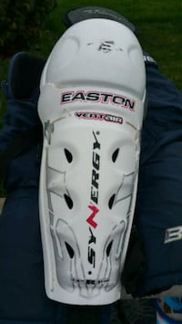 "Hockey shin pads size 12"" youth Brampton, L6S 3C4"