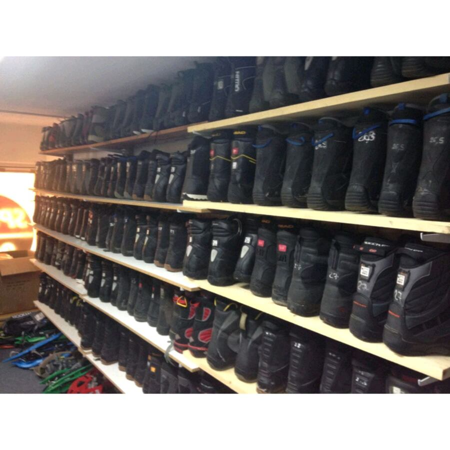 LOTS OF SNOWBOARD BOOTS