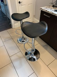 Selling these 2 hydraulic chairs. Black leather. Condition 8 out of 10  Brampton, L6X 1H8