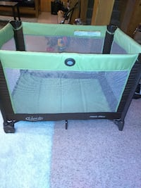 Graco Pack n Play with bassinet PORTLAND