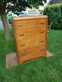 Vintage Mid Century Chest of drawers / dresser