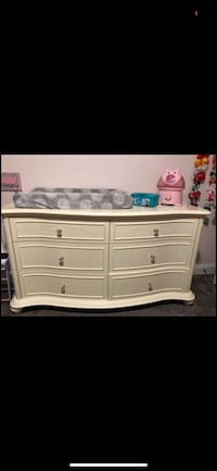 Crib and changing table dresser Otisville, 10963