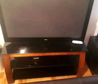 Mint condition tv stand holds to 50 inch tv Laval, H7W
