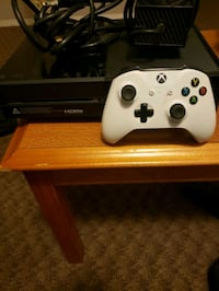 XBOX ONE & 1 CONTROLLER