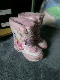 pair of white-and-pink duck boots Fort Wayne, 46815
