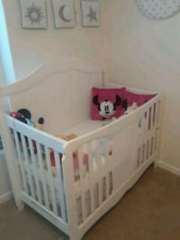 baby's white wooden crib new never been used Las Vegas, 89110