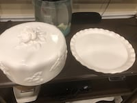 Glass cake platter with lid  Mississauga, L5N 5W3