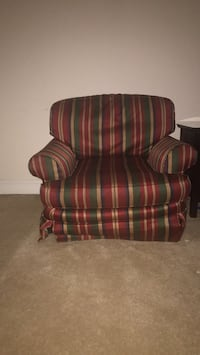love seat Woodbridge, 22192