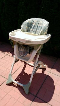 Graco white and gray high baby chair Toronto, M8Y 3B4