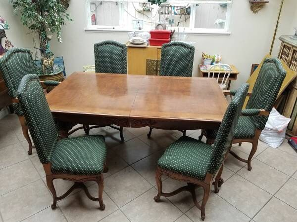 Classic Table and Chairs 52db849b-b1f0-465e-8dcf-76303aba11d4