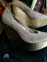Aldo tan and gold sparkle wedge shoes size 7&1-2  Minneapolis