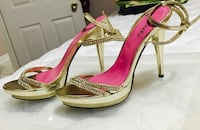 Pair of gold-colored high heels, Size 8
