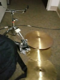 Threesymbolsa percussion stand and a footdrummerwi Ellenwood, 30294
