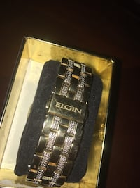 round gold-colored chronograph watch with link bracelet Calgary, T3K 5X2