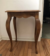 """Vintage ETHAN ALLEN Side TABLE / Accent TABLE Curved Design 23"""" High Newtown, 18940"""