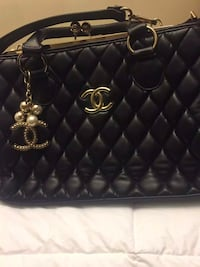 quilted black Chanel leather handbag St Catharines, L2S 3Z3