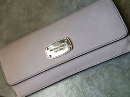 Womans Michael Kors wallet