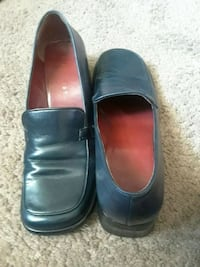 pair of black leather shoes Naples, 34102