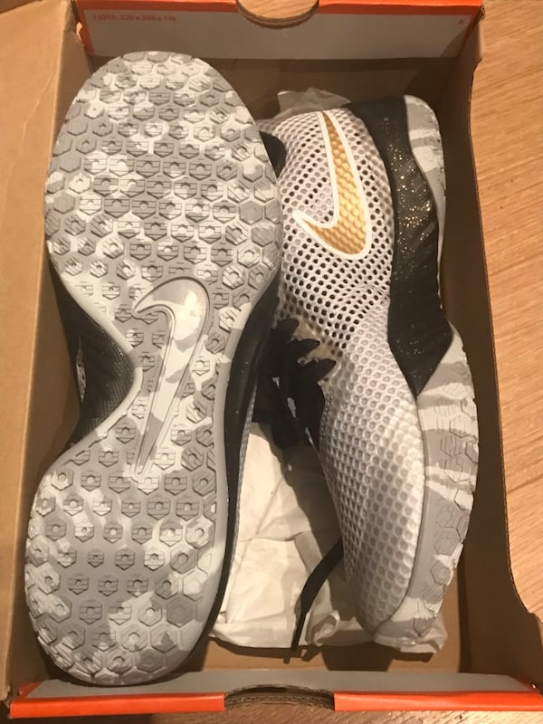 Nike Hyperlive Active Runners 0742ab79-5a7d-49f6-8b9c-1f92f21801cf