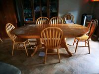 Wooden table make an offer 6 chairs Barrie, L4N 8G7