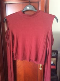 Woman's top size medium  Laval, H7X 3M8