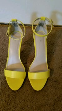 pair of yellow leather open-toe ankle strap heels Toledo, 43608