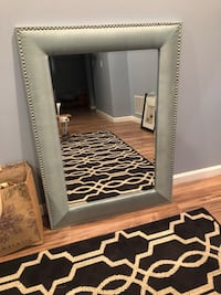 Beautiful mirror w nail head trim Oakton, 22124