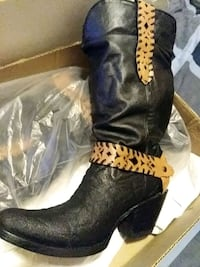 unpaired black leather cowboy boot Katy, 77449