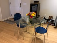 Modern Table and Chairs 2241 mi