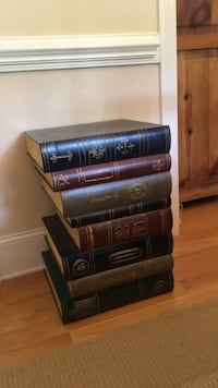 Stacked book end table New Bern, 28562