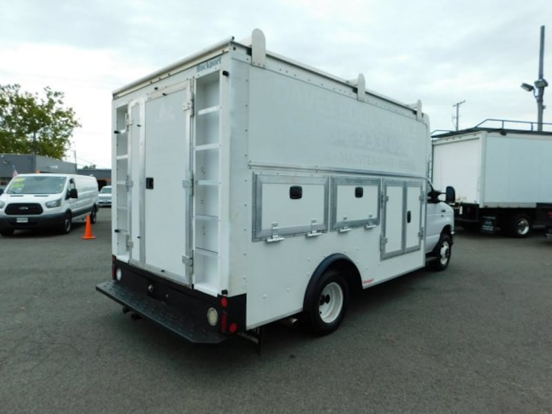 Ford Econoline Commercial Cutaway 2015 d3ff4853-bd04-4c10-a3ee-6aae07c938a3