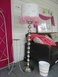 Pink feathers and bows shaded lamp Albertville
