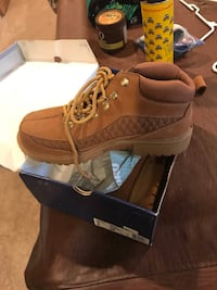 8.5 leather boots nwt Fallston, 21047