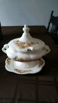 Soup tureen fine china Kitchener, N2P 3A4