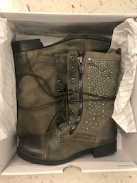 Greyish/brownish boots - size 7 New York, 11236