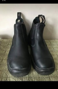 Blundstone Black Leather Boots Men Size 9.5/Women Size 11   Used a couple of times. Like new condition!  Smoke and pet free home! Not safety boots.  Beautiful, versatile Blundstone Boots. This style is lined with leather, which is a good thing because you Toronto