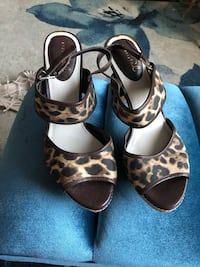 Like new heels. These shoes are size 9 1/2. Cash only . Buyer to pick up near Walmart Mt. Juliet  Mount Juliet, 37122
